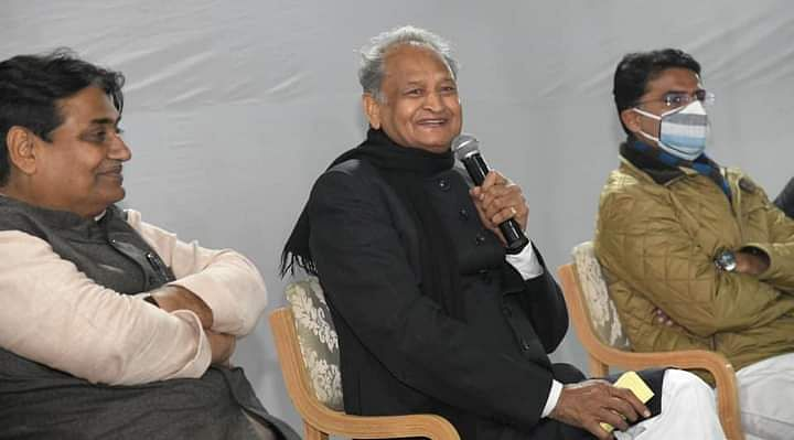 Rajasthan Cabinet Expansion: गहलोत और पायलट की चुप्पी ने बढ़ाई कांग्रेेस विधायकों की टेंशन, राजस्थान में कैबिनेट विस्तार से पहले मेल-मिलाप का दौर शुरू