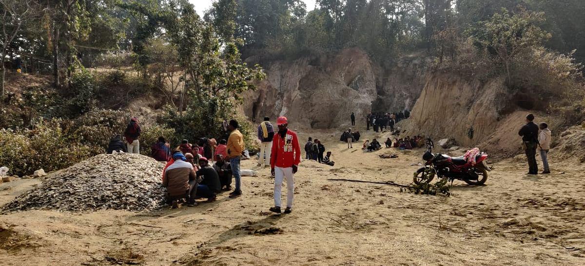 Mica Mines Death : झारखंड के कोडरमा में अवैध माइका खदान में हादसा, चाल धंसने से चार मजदूरों की मौत