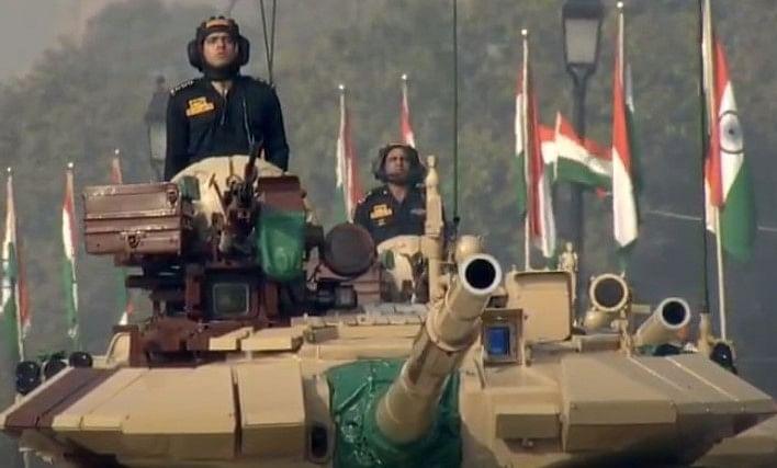 Republic Day Parade LIVE: राजपथ पर सेना ने दिखाई ताकत, ब्रह्मोस, टी-90 टैंक का जलवा, बांग्लादेश आर्मी के जवान भी हुए शामिल