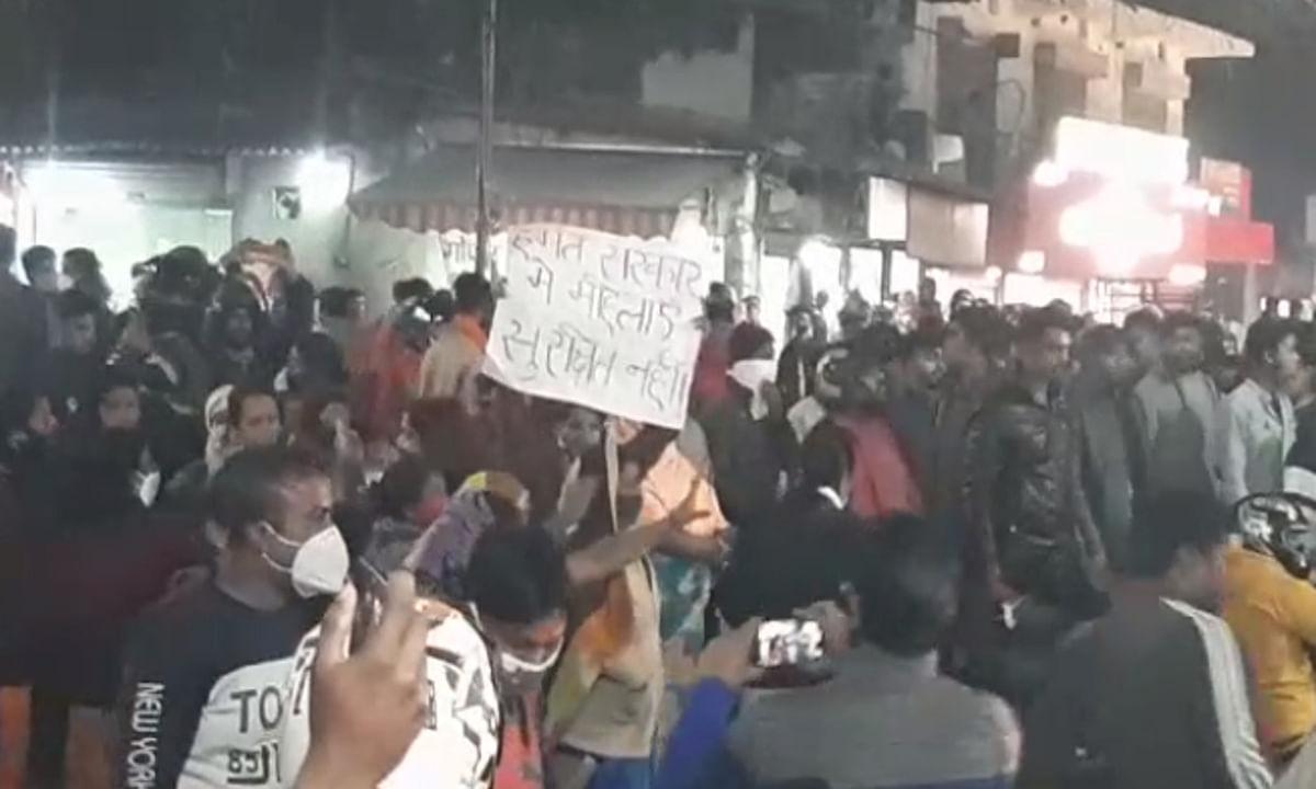 रांची में सीएम हेमंत के काफिले को प्रदर्शनकारियों ने रोका, ओरमांझी में युवती का सिरकटा शव मिलने से फूटा गुस्सा