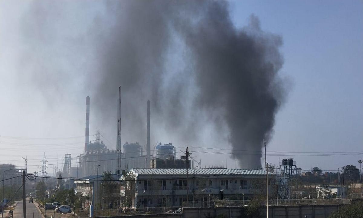 टंडवा के NTPC क्षेत्र में लगी आग, स्क्रैप जलकर हुई राख