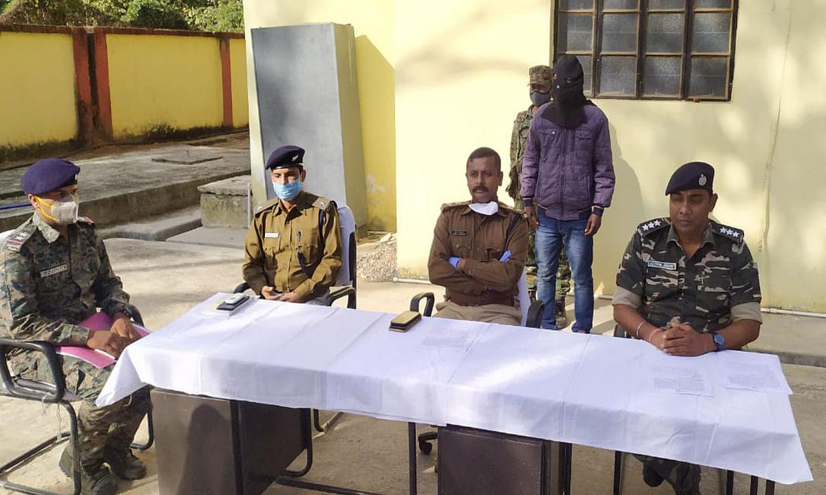 खूंटी व गुमला जिले के बॉर्डर इलाके में सक्रिय इनामी PLFI नक्सली ओझा गिरफ्तार, हत्या समेत कई मामलों का है आरोपी