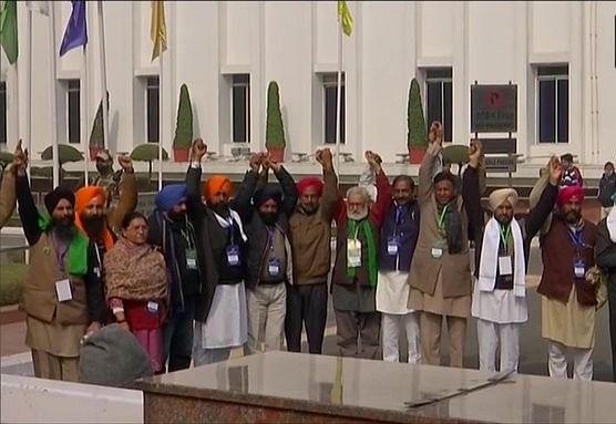 Farmers Protest : किसानों ने कहा-सरकार राजा नहीं, कृषि मंत्री का कड़ा रुख,सरकार के साथ बैठक फिर बेनतीजा