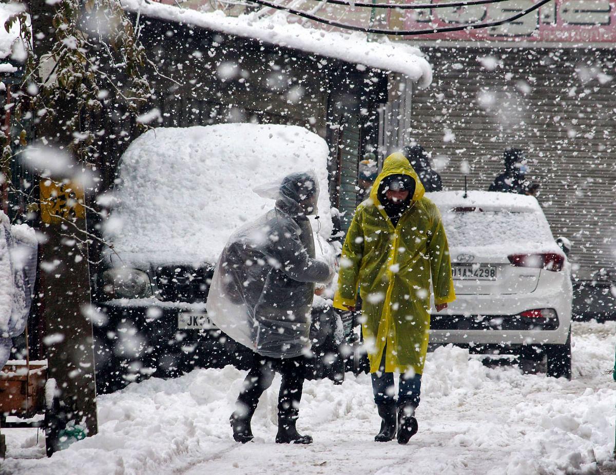 Weather Alert : 20 साल बाद कश्मीर घाटी में हुई इतनी भारी बर्फबारी, राष्ट्रीय राजमार्ग बंद, अलर्ट जारी
