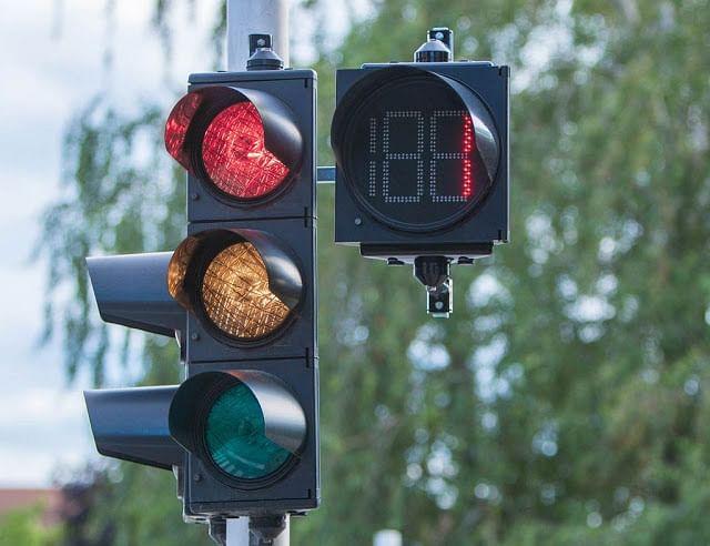 बिहार में 23 करोड़ की ट्रैफिक लाइट मरम्मत पर खर्च होंगे 35 करोड़