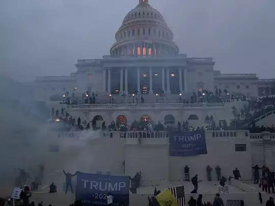 Capitol Hill Violence Live : अमेरिका में हिंसक प्रदर्शन के बीच ट्रंप ने कहा - 20 जनवरी को होगा सत्ता का हस्तांतरण