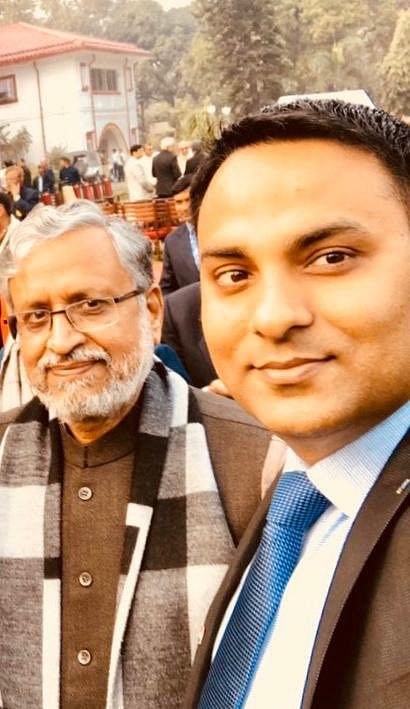 सुशील कुमार मोदी के साथ रूपेश सिंह