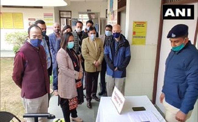 Haryana News : गुरुग्राम में WHO की टीम ने कोरोना टीकाकरण केंद्र का किया दौरा