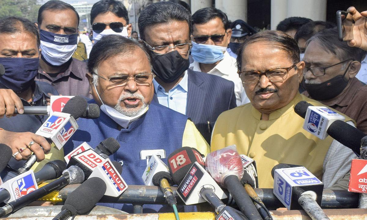 Bengal Chunav 2021 : चुनाव आयोग के फुल बैंच से मिले TMC नेता, बोले- सीमा पर वोटरों को धमका रही है BSF