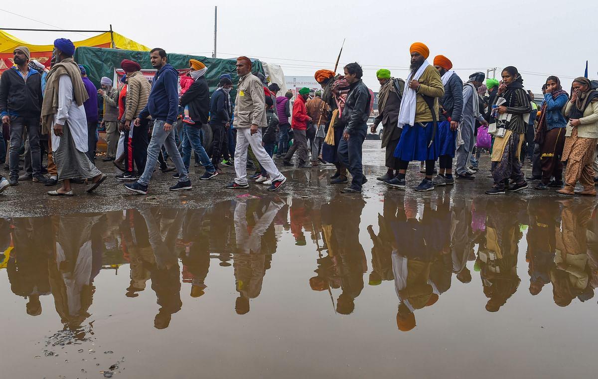 Kisan Andolan : दिल्ली में बारिश, लंगर-टेंट में चला गया पानी, इस भीषण ठंड में अभी भी डटे हैं किसान...नहीं मानी है हार...