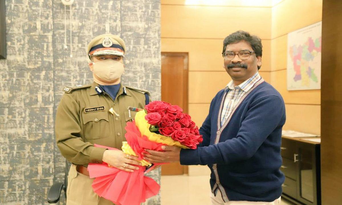झारखंड के पूर्व प्रभारी DGP तबादले के बाद ट्वीट कर किनके प्रति जताया आभार, नये DGP नीरज सिन्हा ने CM हेमंत से की मुलाकात
