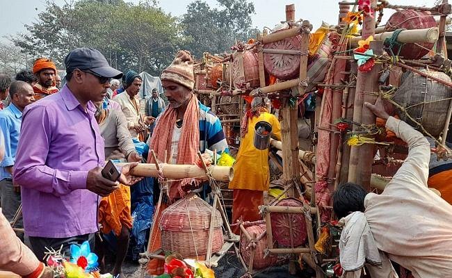 देवघर से सीतामढ़ी जा रही बस रास्ते में पलटी, आधा दर्जन कांवरिया जख्मी