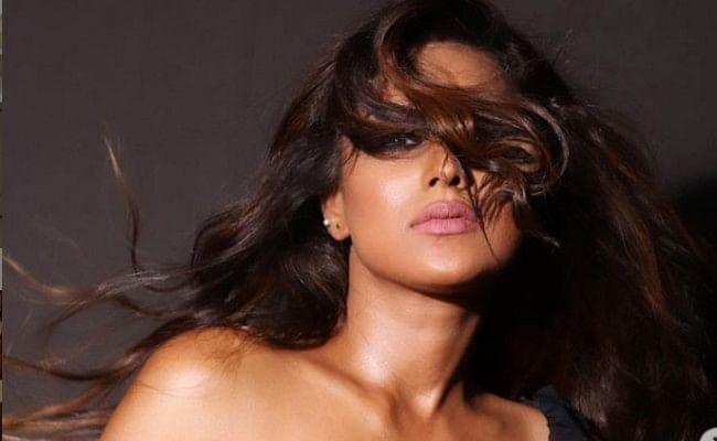 निया शर्मा ने ब्लैक ड्रेस में शेयर की बोल्ड फोटो, 'नागिन' एक्ट्रेस की इन तसवीरों पर आया फैंस का दिल, Viral Photos