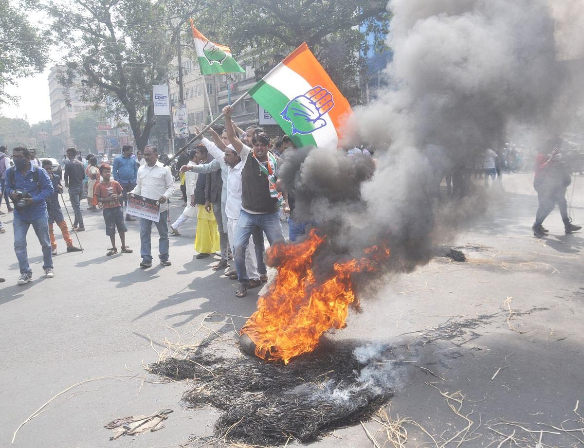 Bengal Bandh: पुलिस कार्रवाई के खिलाफ लेफ्ट-कांग्रेस-आइएसएफ ने सड़कों पर आग लगाकर किया प्रदर्शन