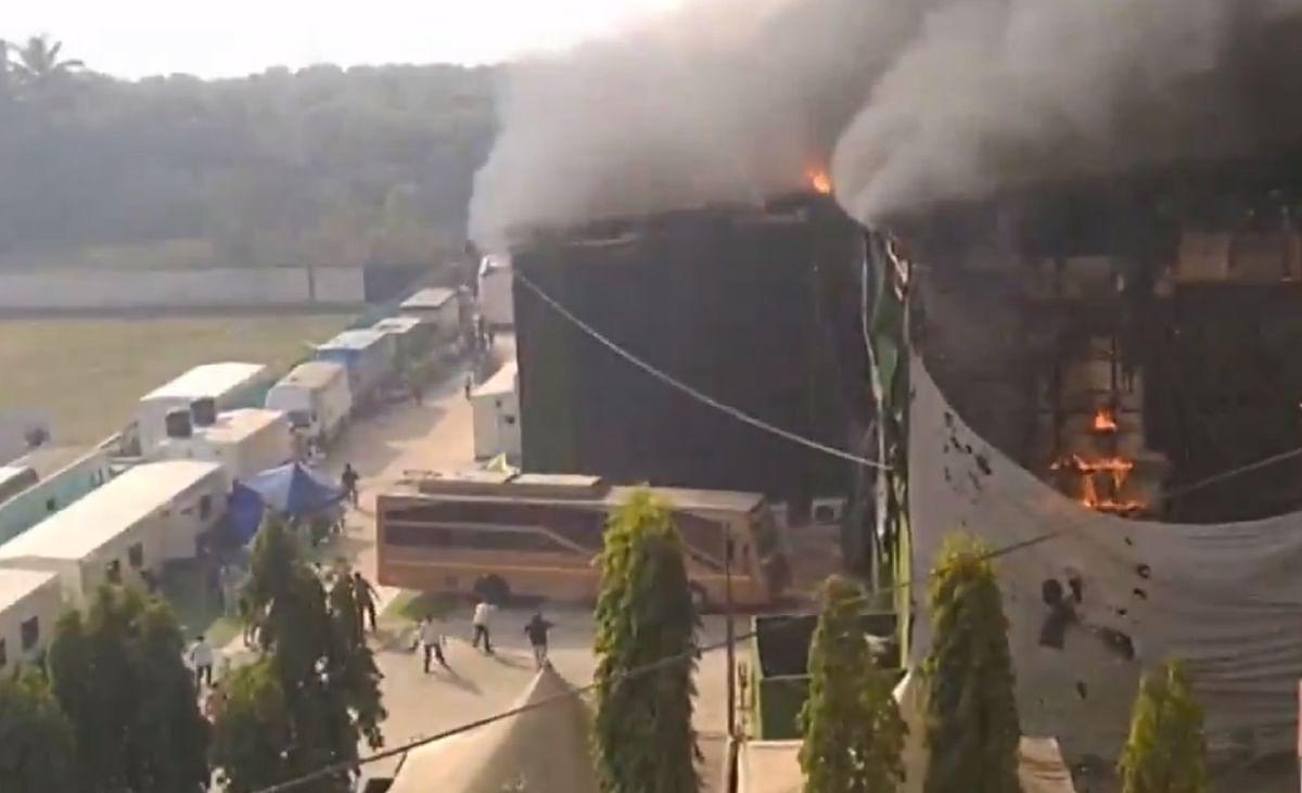 Goregaon Film Studio Fire : मुंबई के गोरेगांव में एक स्टूडियो में लगी आग, 8 दमकल की गाड़ियां मौके पर मौजूद