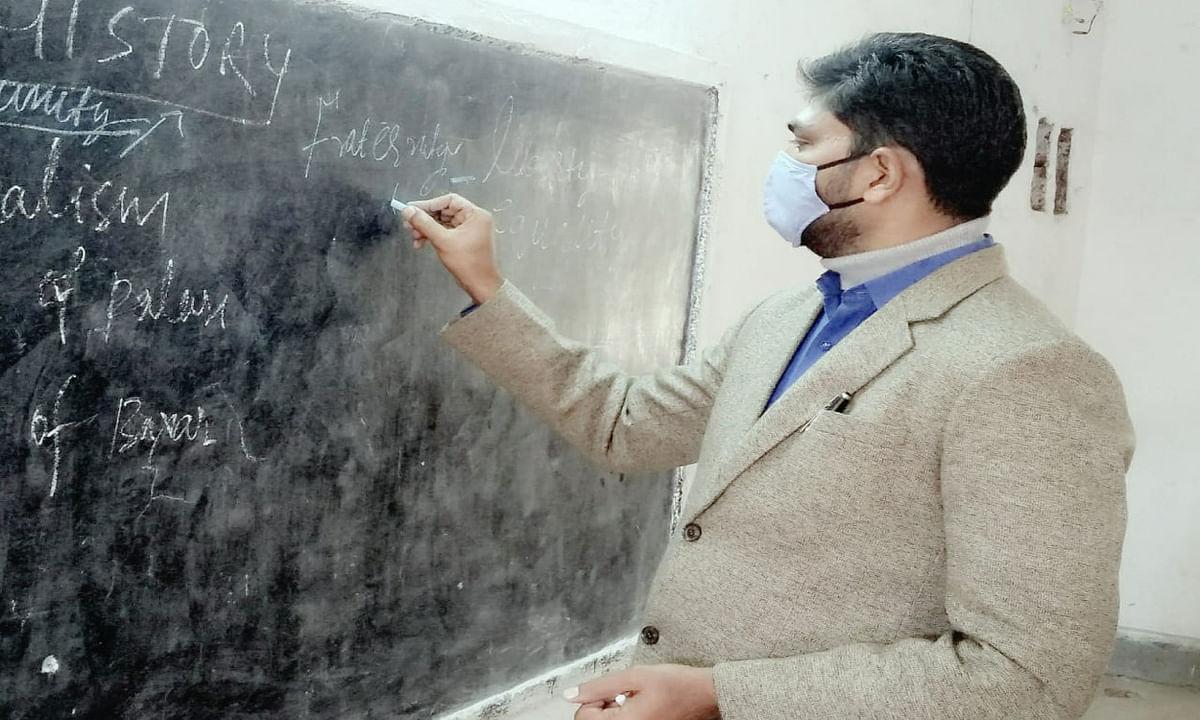 टीचर की भूमिका में दिखे लातेहार DC अबु इमरान, बच्चों को दी राष्ट्रवाद और मौलिक अधिकारों की जानकारी