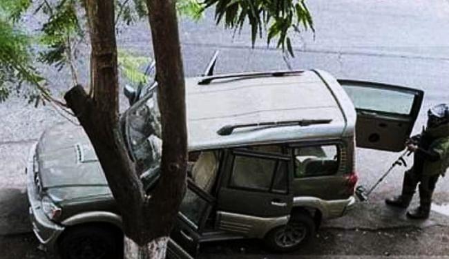 मुकेश अंबानी के घर के बाहर मिली संदिग्ध कार के मालिक का मिला शव, पुलिस मान रही खुदकुशी