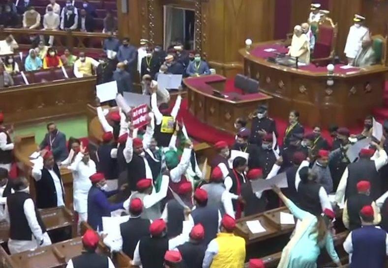 UP Budget Session 2021: राज्यपाल के अभिभाषण के दौरान ही विपक्ष का हंगामा, जमकर की नारेबाजी, लगाया ये आरोप