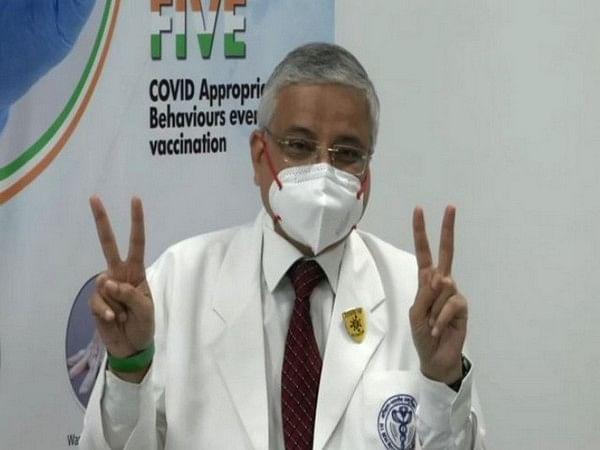 Corona New Strain: ज्यादा खतरनाक है कोरोना वायरस का नया भारतीय स्ट्रेन, एम्स निदेशक ने दी यह चेतावनी