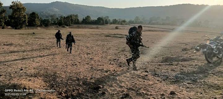 Gumla Naxal News : बम ब्लास्ट के बाद जंगल में लोगों के अकेले जाने पर रोक, पशुओं को घने जंगल में चराने पर भी रोक