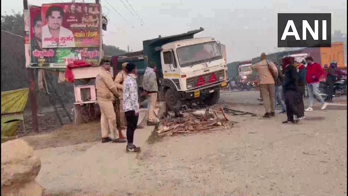 Uttar Pradesh News: बुलंदशहर में किसान आंदोलन की ड्यूटी पर तैनात पुलिस जवानों को ट्रक ने रौंदा, दो की मौत