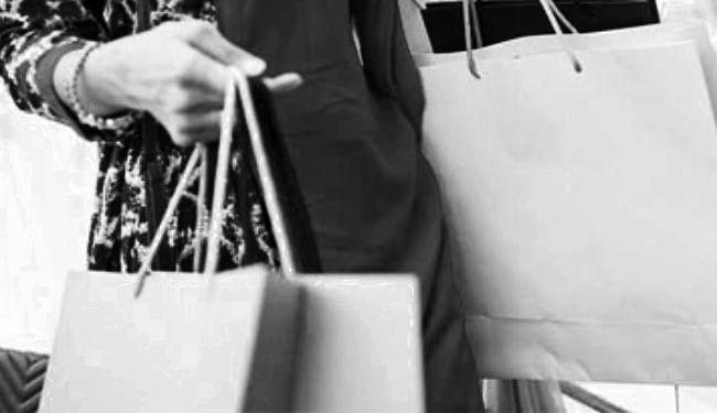 उपभोक्ता अदालत ने कैरी बैग के लिए ग्राहक से पैसे लेने पर 15 हजार रुपये मुआवजा देने का दिया निर्देश