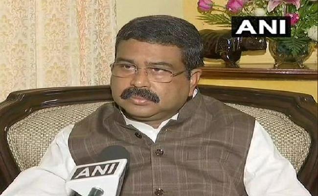 Petrol Diesel Price Hike : पेट्रोलियम मंत्री धर्मेंद्र प्रधान का सोनिया गांधी पर पलटवार, कहा- राजस्थान और महाराष्ट्र की सरकार ने टैक्स के माध्यम से की सबसे ज्यादा कमाई