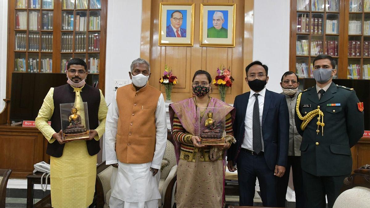 Bihar News: PM मोदी ने 'मन की बात' में बिहार के जिन दो लोगों का किया था जिक्र, उन्हें राज्यपाल ने किया सम्मानित