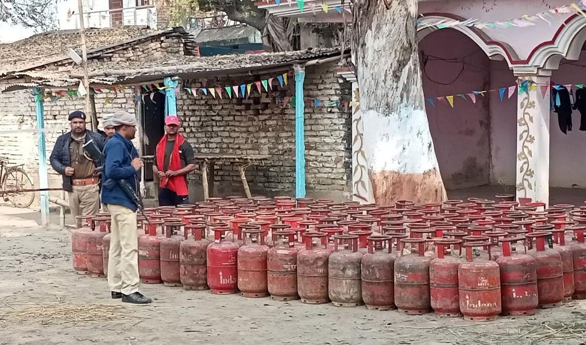 Bihar News: शराब कारोबार के लिए लूटे 160 गैस सिलिंडर, SP लिपि सिंह के एक्शन से बड़ा खुलासा, तस्करी के लिए ऐसा तरीका जिसे देख पुलिस भी रह गई हैरान