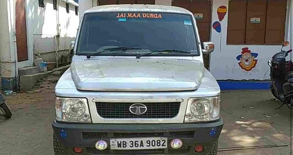 खेला होबे भयंकर! बीरभूम में विस्फोटकों से भरा वाहन जब्त, रामपुरहाट-दुमका सड़क पर पकड़ायी कार