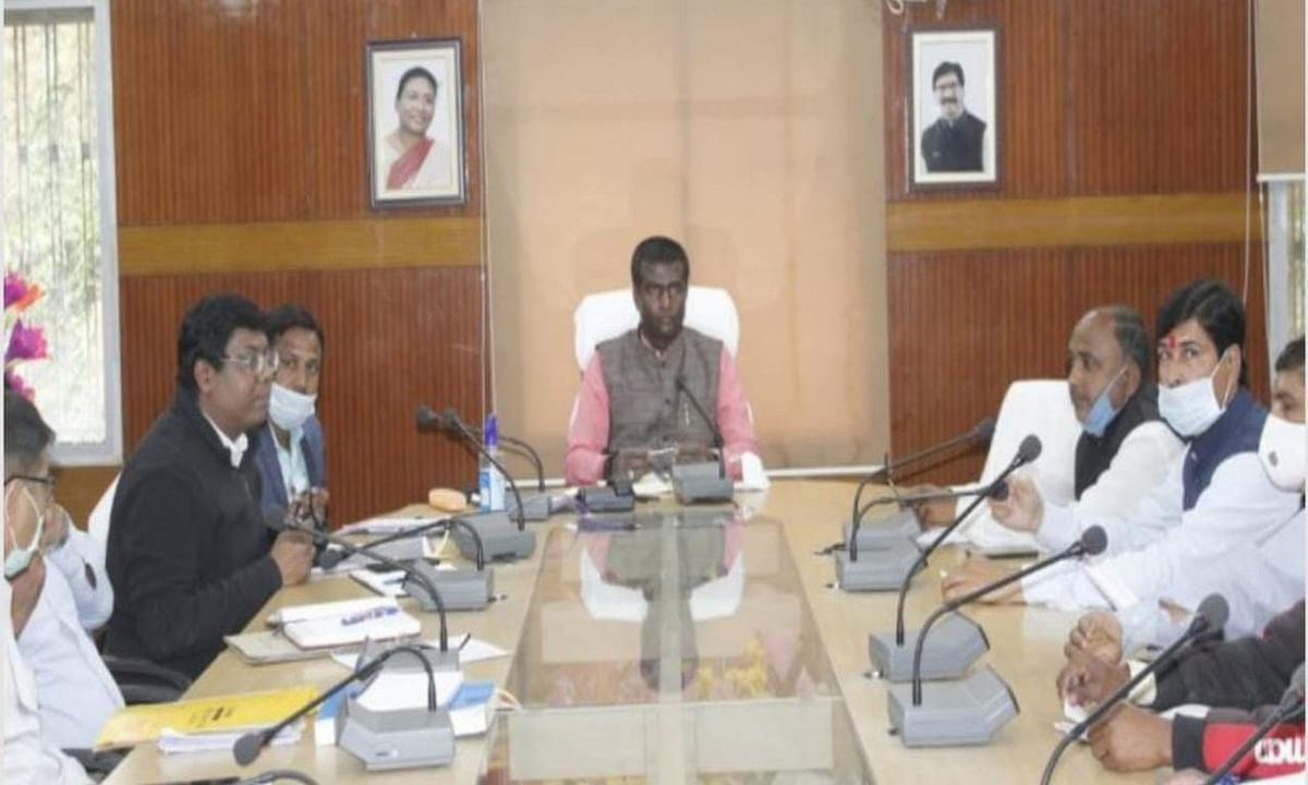 Madhupur By Election 2021 : 1000 से अधिक वोटर वाले बूथ भी बनेंगे सहायक मतदान केंद्र, जानें कितने बूथों पर पड़ेंगे वोट