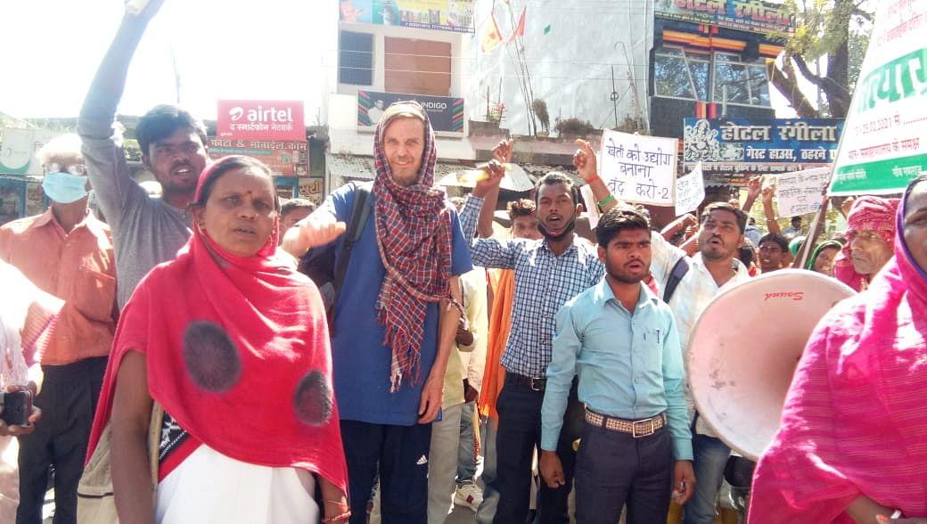 Jharkhand News : चतरा पहुंचे प्रसिद्ध अर्थशास्त्री ज्यां द्रेज बोले, छीनी जा रही जमीन के खिलाफ मुखर हो रहे लोग