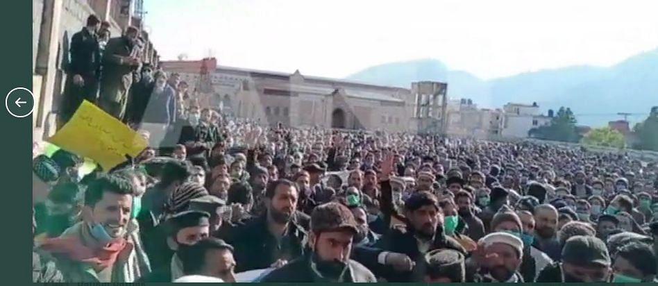 पाकिस्तान में वेतन बढ़ोत्तरी की मांग को लेकर शिक्षकों ने किया प्रदर्शन, इमरान सरकार को दी यह चेतावनी