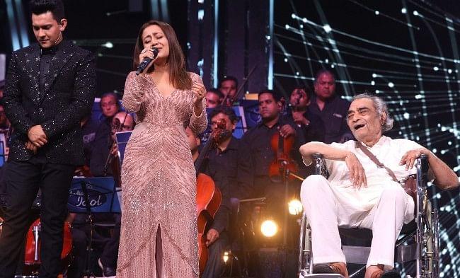 नेहा कक्कड़ ने दिए थे 5 लाख, अब संतोष आनंद बोले- 'मैंने मदद नहीं मांगी थी, नहीं जानता पैसे क्यों दिए'