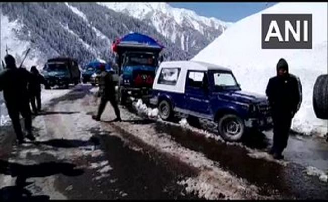 Jammu And Kashmir : वाहनों की आवाजाही के लिए खुला श्रीनगर-लेह नेशनल हाईवे, जल्द शुरू हो जाएगा व्यापार