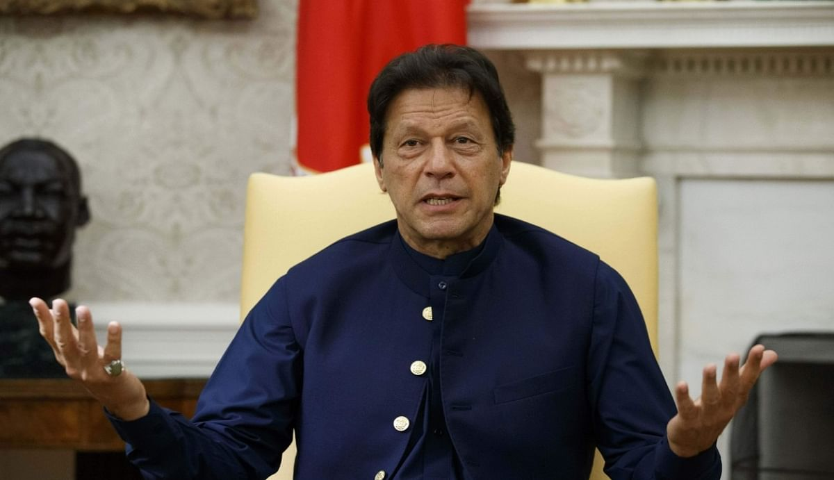 LoC पर संघर्ष विराम समझौता के बाद पीठ में छूरा घोंपने की फिराक में पाकिस्तान, कश्मीर पर इमरान ने किया जहरीला ट्वीट
