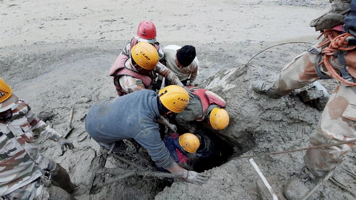 Uttarakhand Chamoli Flood News : ITBP के जांबाजों ने सुरंग में फंसे 16 लोगों को ऐसे बचाया, मोबाइल सिग्नल से मिली लोकेशन, देखें VIDEO
