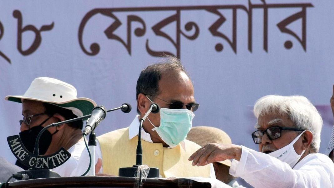 Bengal Chunav 2021 : जब मंच पर पीरजादा अब्बास की हुई एंट्री तो माइक छोड़ जाने लगे कांग्रेस के अधीर रंजन चौधरी, पढ़िए ब्रिगेड रैली की इनसाइड स्टोरी