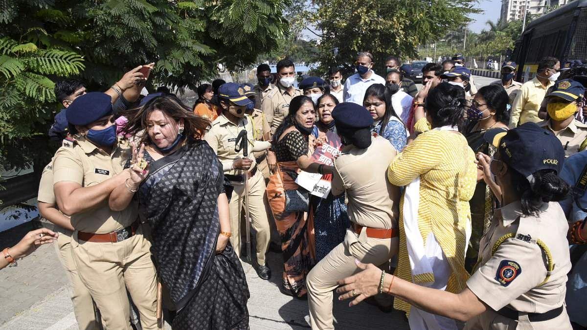 महाराष्ट्र के मंत्री संजय राठौड़ ने दिया इस्तीफा, पुणे की महिला की मौत मामले में आया है नाम, जानें पूरा मामला