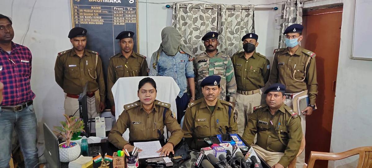 Jharkhand Crime News : अमेरिकन पिस्टल के साथ धनबाद का कुख्यात अपराधी विश्वजीत चक्रवर्ती गिरफ्तार, कई मामलों में थी तलाश, पुलिस ने ऐसे बिछाया जाल