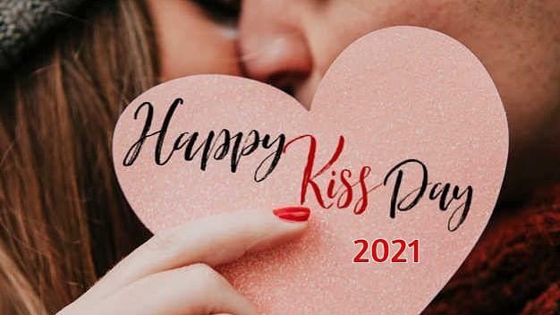 Happy Kiss Day 2021 Wishes, Quotes, Messages, Shayari, Images: ऐसा एहसास हुआ, जैसे रुह में रुह बस गयी हो… अपने प्यार को यहां से भेजें 'किस डे' की शुभकामनाएं