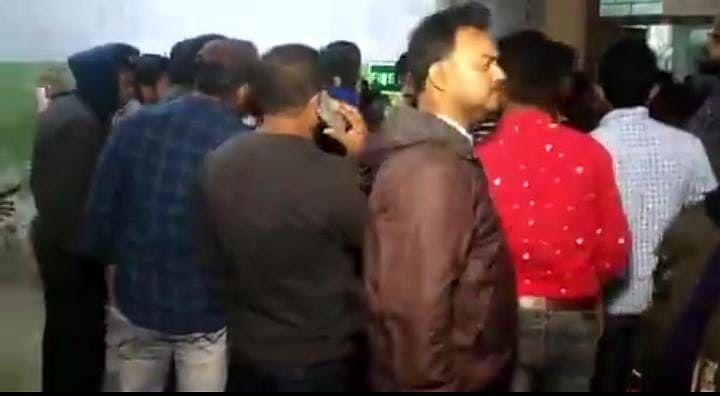 Bengal Chunav 2021 : चुनाव से पहले ममता सरकार के मंत्री पर मुर्शिदाबाद में बम से हमला, हालत नाजुक, देखें Video