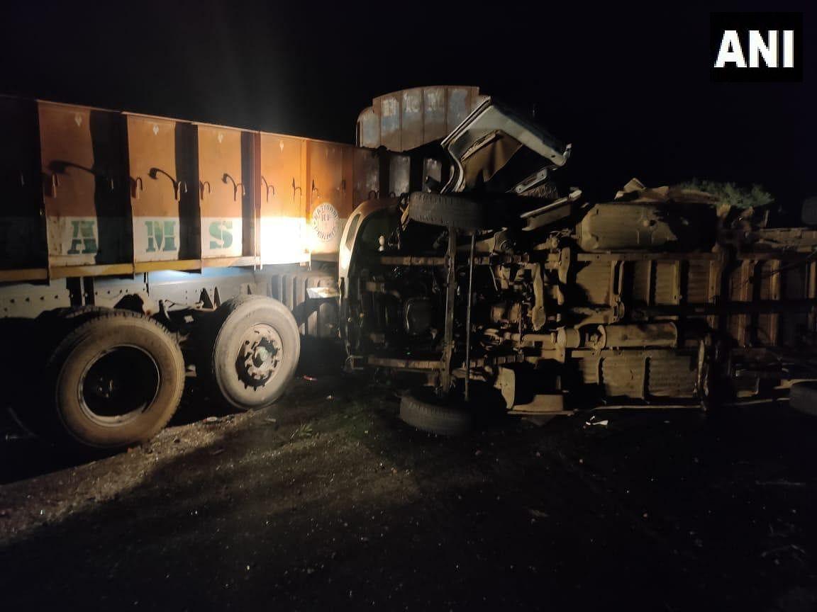 Andhra Pradesh Road Accident : आंध्र प्रदेश में भीषण सड़क हादसा, बस और ट्रक की टक्कर में 8 महिला सहित 13 की मौत