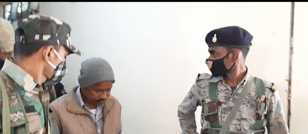 Jharkhand News : झारखंड के सरायकेला में पीएफ ऑफिस में छापामारी, एसीबी ने रिश्वत लेते हेड क्लर्क को किया अरेस्ट