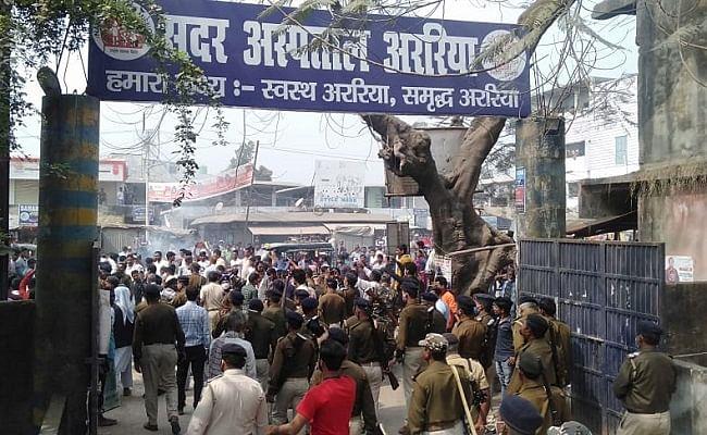 BREAKING NEWS: पुलिस हाजत में बंदी ने की आत्महत्या, आक्रोशित भीड़ ने थाने पर बोला हमला, डीएसपी समेत कई कर्मियों को पीटा