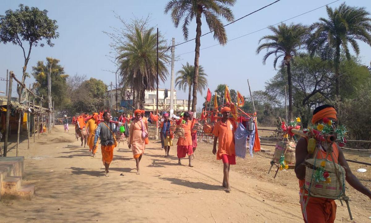 Jharkhand news : बाबा बैद्यनाथ को तिलक और जलाभिषेक करने पहुंचे लगे श्रद्धालु.
