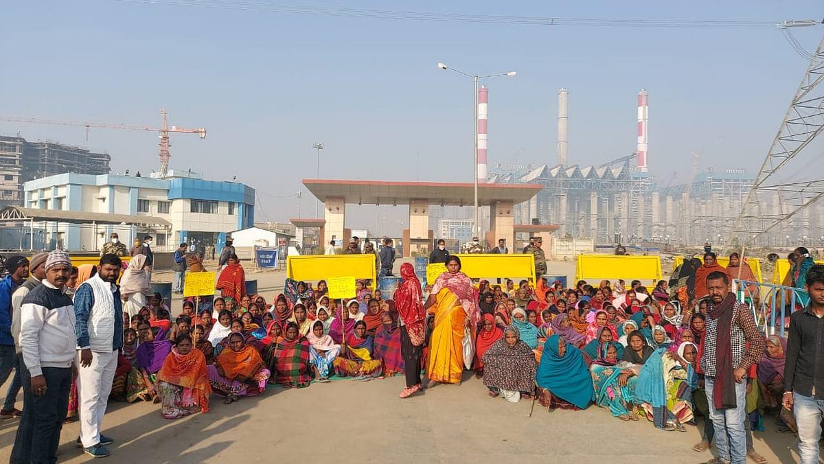 Jharkhand News : जोर पकड़ने लगा अनशन पर बैठे रैयतों का आंदोलन, चतरा में एनटीपीसी के सभी कार्यों को कराया ठप, तबीयत बिगड़ने पर अनशनकारियों में आक्रोश