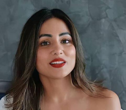 हिना खान का ऑफ शोल्डर टॉप में दिखा ग्लैमरस अवतार, 'नागिन' एक्ट्रेस की इस तसवीर पर फैंस का आया दिल