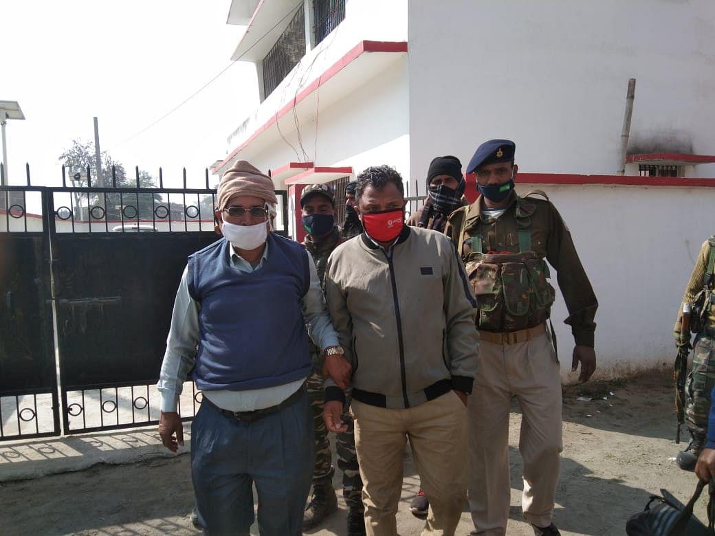 Jharkhand News : पलामू में एसीबी ने घूस लेते बीडीओ को किया गिरफ्तार, पढ़िए किस काम के एवज में बीडीओ ने मांगी थी रिश्वत