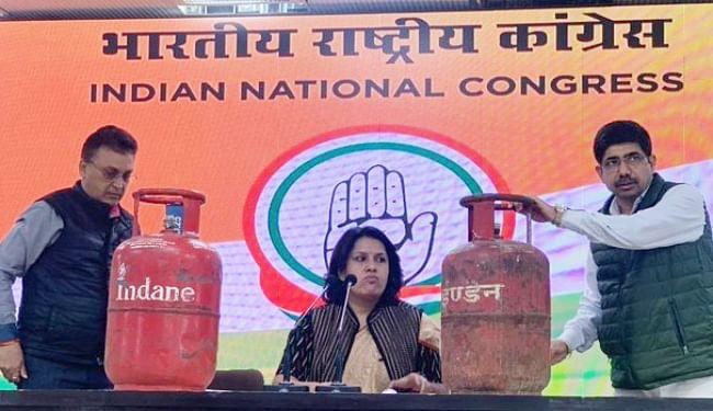 पेट्रोल-डीजल के बाद घरेलू सिलेंडर के दाम बढ़ाने पर कांग्रेस ने उठाये सवाल, कहा- दो माह में बढ़ा दिये गये 175 रुपये